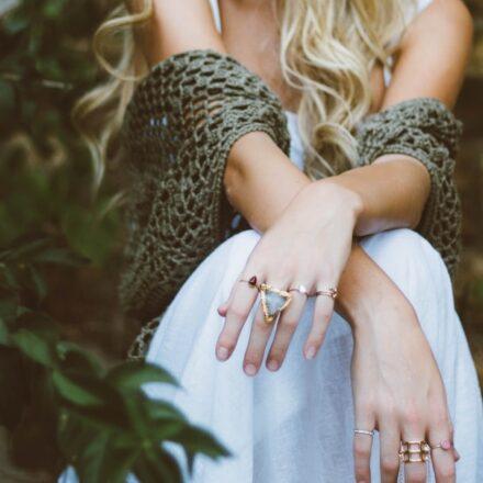 Hvordan finder man de bedste tilbud på kvindetøj på nettet?