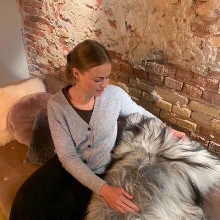 Hvordan rensede Nina et gammelt og grimt lammeskind?